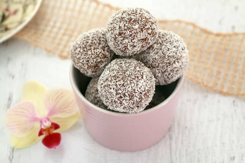 Easy Chocolate Coconut Balls - Thermobliss