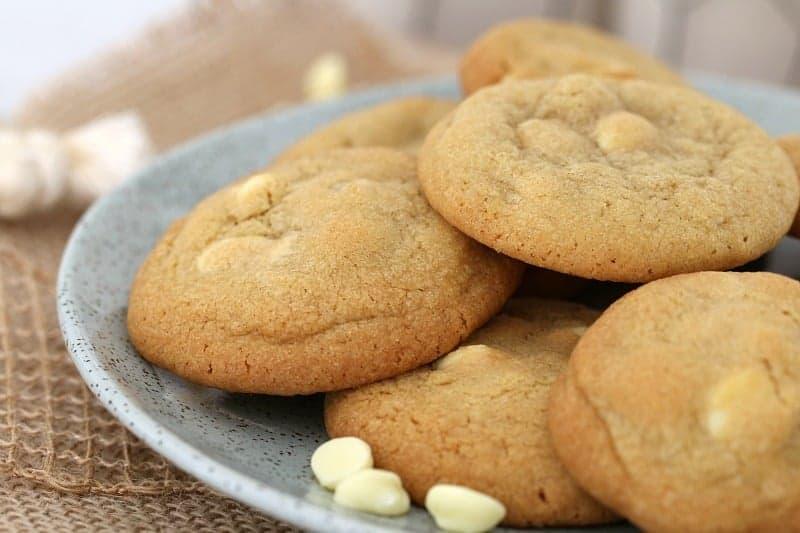 Thermomix Macadamia & White Chocolate Chip Biscuits