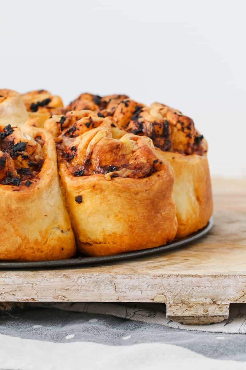 A delicious Thermomix Sundried Tomato Pesto & Cheese Pull Apart Bread that's perfect for lunch boxes, served with soup, or all on it's own!