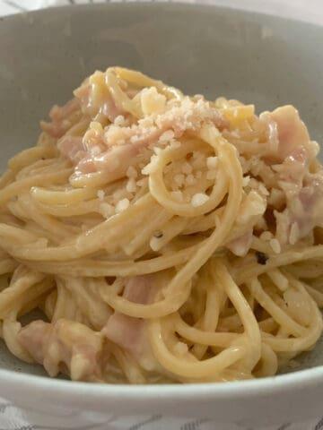 creamy carbonara in a bowl